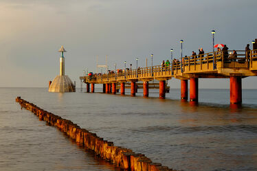 Bild mit Wolken, Urlaub, Deutschland, Ostsee, Meer, Sonnenschein, Seebrücke, Küste, Reisen, Erholung, Abend, Regen, Zingst, Ostseeküste, laufsteg