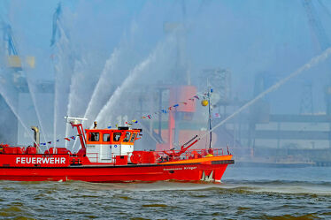 Bild mit Hamburger_Hafen, Feuerlöschboot, Einsatz, HH_ Hafen
