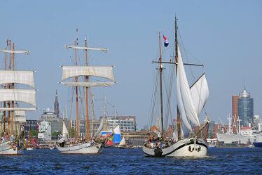 Bild mit Wolken, Schiffe, Häfen, Sonne, Segelschiffe, Elbe, HH, Hansestadt_Hamburg, Enge
