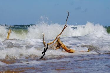 Bild mit Wellen, Strand, Meer, Ostseeküste, Stürmisch, Polen, Wogen, Holzast