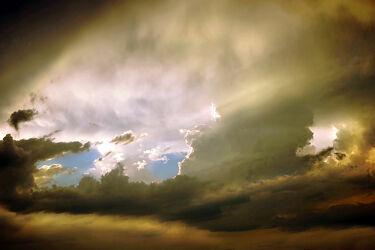 Bild mit Wolkenhimmel, Norddeutschland, Abendhimmel, März, 2021, Sonnendurchbruch