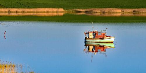 Bild mit Wasser, Schilf, boot, Schifffahrt, Fischer, reet, Rügen, Feierabend, Abendruhe, Anker