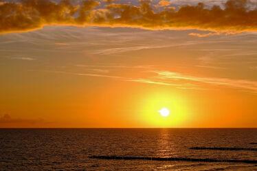 Bild mit Himmel, Wolken, Sonnenuntergang, Urlaub, Strand, Meer, Erholung, Ausspannen, Polen, Bernsteinküste
