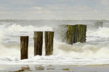 Bild mit Wetter, Herbst, Wellenbrecher, Strand, Meer, Küste, Wind, Stürme