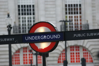 Bild mit London, subway, London Underground, sign, U Bahn