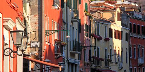 Bild mit Gebäude, Städte, Wege, Häuser, Straßen, Weg, Gasse, Haus, Stadt, Laternen, Straße, Gassen, Suden