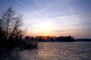 Bild mit Natur,Landschaften,Bäume,Winter,Gewässer,Wälder,Sonnenuntergang,Wald,Baum,Berlin,Landschaft,See,modern,Blaue Stunde,zeitlos,Wannsee