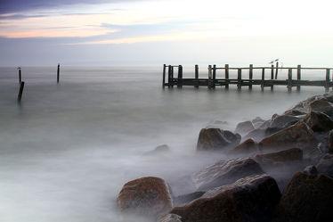 Bild mit Natur,Wasser,Landschaften,Gewässer,Meere,Wellen,Nebel,Ostsee,Meer,Landschaft,Steg,ozean