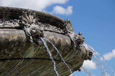 Bild mit Wasser,Schloss,Brunnen,prunkvoll,Prunkbrunnen,Springbrunnen