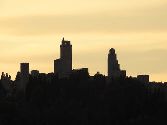 Bild mit Sonnenuntergang, Säulen und Türme, Glockentürme, Sonnenaufgang, Sonne, turm, Türme, heller Himmel