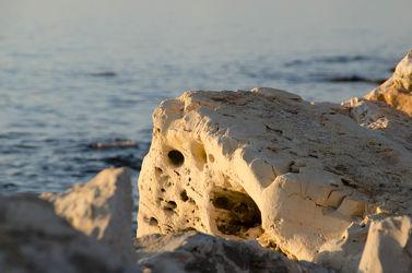 Bild mit Stein, Strand, Meer, Steine, Hühnergott, Hohlräume