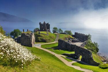 Bild mit Burg, See, Schottland, Morgenstimmung, ruine, Castle, morgennebel, Urquhart Castle, Loch Ness, schottische highlands