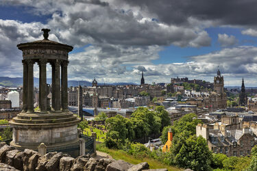 Bild mit Architektur, Wolkenhimmel, historische Altstadt, urban, urban, Stadtansichten, Schottland, Hauptstadt, Caldoun Hill, Edinburgh