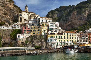Bild mit Architektur, Italien, Häfen, Mittelmeer, Historisch, alte Häuser, Amalfi, Unesco Weltkulturerbe, Amalfi Küste, Kampanien