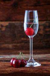 Bild mit Glas, Alkohol, rustikal, Küchenbild, Food, Getränk, Kirschen, schnaps, Kirschwasser, obstler