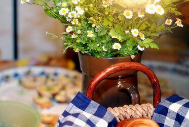 Brotkorb mit Blumen