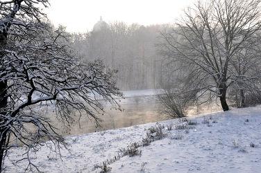 Winterlandschaft am FluÃ?ufer