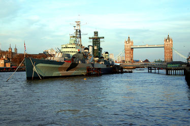 Bild mit Schiffe, Tower Bridge, London, Schiff, London Bridge, london tower bridge, Fluss, Kriegsschiff, HML Belfast, Kriegsschiffe
