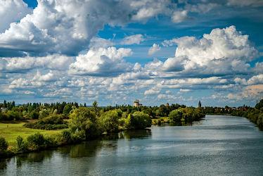 Bild mit Natur, Himmel, Jahreszeiten, Wolken, Sommer, Landschaft, Licht, Ruhe, Erholung, Fluss, weite, main, hessen, Schatten
