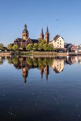 Bild mit Wasser, Sonnenaufgang, Kirche, Spiegelungen, Fluss, main, hessen, basilika, Reflexionen, Strömung, sakral, Einhardt, Seligenstadt