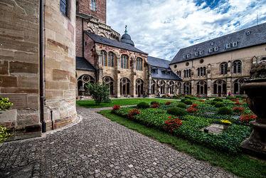 Bild mit Architektur, Gebäude, Deutschland, Kirche, Perspektive, Denkmal, Historisch, Sakralbau, Eifel, Trier, Liebfrauenkirche