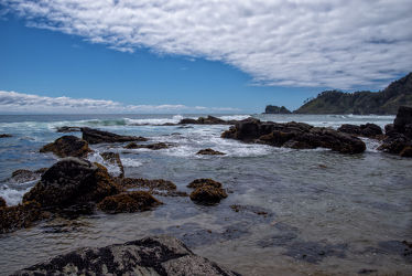 Bild mit Forest, Sky, clouds, Beach, Beach, Ocean, Nature, blue, Trees, Stones, water, Wind, summer, summer, Tide, plants, Chile, Pazifik, Los Lagos Region, South America, holidays, pacific, flow, waves, surf, coast, shore, eukalyptue, rock, southern Chile, bay, flood, hor