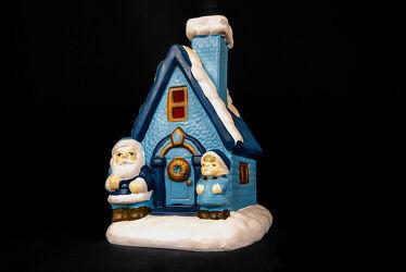 Bild mit Farben, Figuren und Formen, Weihnachten, Weihnachtsmann, Weihnachtswichtel, festlich, Formen und Stimmungen, schwarzer Hintergrund, Keramiken
