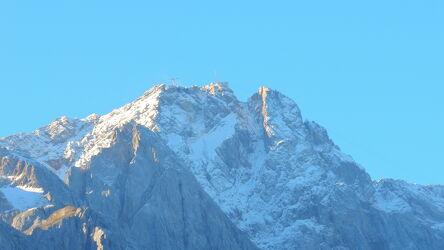 Bild mit Landschaften, Berge, Tageslicht, Sport, Sonnenaufgang, Gebirgskette, Ruhe, Entspannung, Freizeitaktivitäten, Erholung, Gebirge, Wandern, Schatten, Bayern, Zugspitze