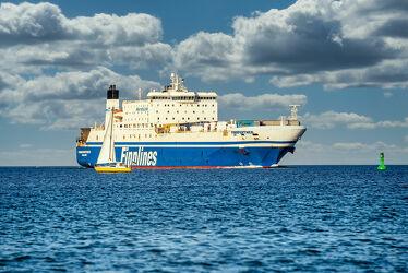 Bild mit Wasser, Wellen, Transport, Sonne, Segelboot, Ostsee, Meer, Wind, Segler, Containerfrachter