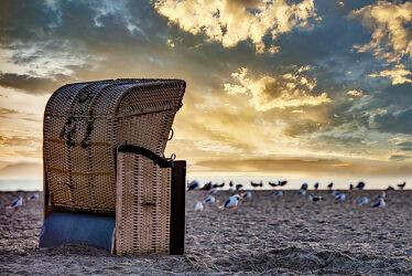 Bild mit Sonnenaufgang, Strand, Ostsee, Strandkorb, Ferien, Ruhe, Entspannung, Küste, Erholung, Einsamkeit