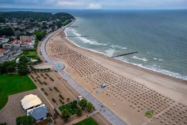 Bild mit Sand, Struktur, Strand, Strandkörbe, Ostsee, Meer, Ruhe, Entspannung, Erholung, Ordnung
