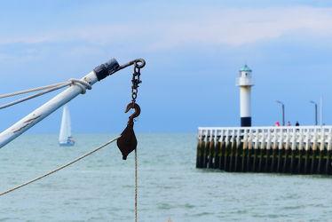 Bild mit Segelboot, Meer, Nordsee, Küste, Nordseeküste, Leuchtturm, Mole, angel, Belgien