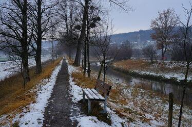 Bild mit Sitzbank, Winterlandschaften, Winteraufnahmen, baumallee, Bäche