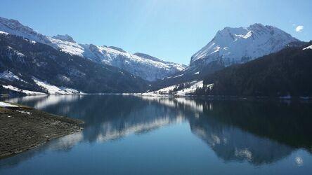 Bild mit Berge, Schnee, Stauseen, Spiegelung, Schnee in den Bergen