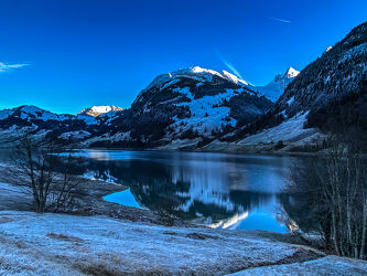Bergsee im Winter