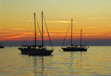 Bild mit Sonnenuntergang, Meer, Segelschiffe, adriatischesee