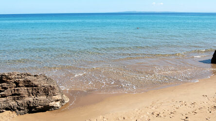Bild mit Felsen, Horizont, Wellen, Meerblick, Ferien, türkises Wasser, Griechenland, Urlaubsreisen, wunderschön
