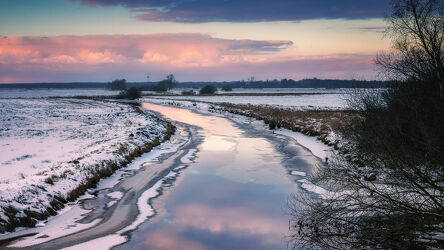 Bild mit Winter, Schnee, Gewässer, Spiegelung, winterlandschaft, Abendlicht, Lichtstimmung, Wassergräben, Teufelsmoor, Beek