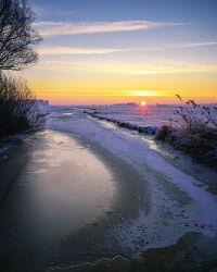 Bild mit Winter, Sonnenaufgang, Landschaft, winterlandschaft, Lichtstimmung, Teufelsmoor, Winterstimmung, Ritterhude, Fleet, Wümmemmeniederung