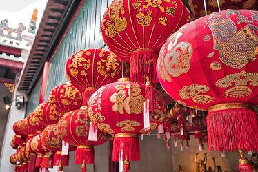 Bild mit Rot, Laternen, asien, südostasien, Tempelanlagen, Religion, chinesischen Schriftzeichen, Thailand, Bangkok, Chinatown