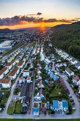 Bild mit Sonnenuntergang, Wolkenhimmel, Sonnen Himmel, Luftaufnahme, Drohnen