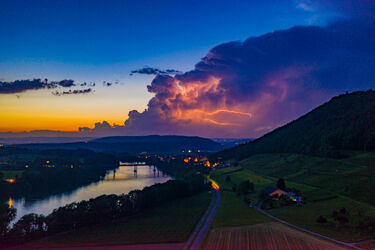 Bild mit Sonnenuntergang, Blitz, Luftaufnahme, Drohnen