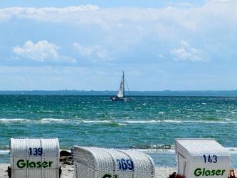 Bild mit Segelboote, Strandkörbe