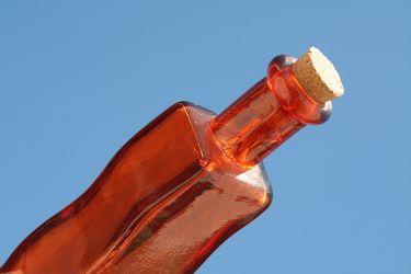 Bild mit Gegenstände,Lebensmittel,Trinken,Flaschen,Flasche,Bottle