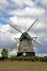 Bild mit Natur,Himmel,Orte,Siedlungen,Architektur,Bauwerke,Gebäude,Ländliche Gebiete,Industrie,Mühlen,Windmühlen,Windparks