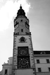 Bild mit Farben,Gegenstände,Natur,Himmel,Weiß,Architektur,Bauwerke,Gebäude,Wahrzeichen,Deutschland,Säulen und Türme,Glockentürme,Uhren,Gotteshäuser,Kirchen,Kirchtürme,Rathaus