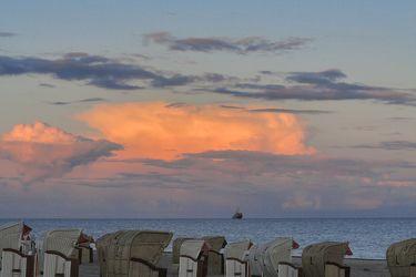 Bild mit Natur,Landschaften,Himmel,Wolken,Gewässer,Küsten und Ufer,Meere,Horizont,Sonnenuntergang,Sonnenaufgang,Dämmerung