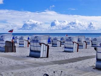 Strandkörbe am Meer 2