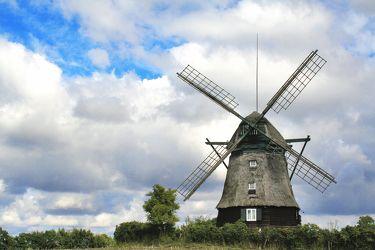 Bild mit Natur,Himmel,Wolken,Orte,Siedlungen,Architektur,Bauwerke,Gebäude,Ländliche Gebiete,Industrie,Mühlen,Windmühlen,Windmühlen,Windparks,Windmühle